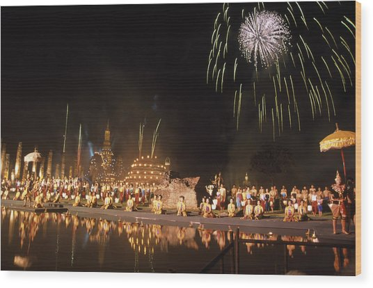 Loy Krathong Show In Thailand Wood Print by Richard Berry