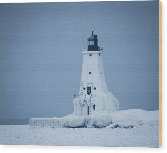 Ludington North Pier Lighthouse In Winter Wood Print