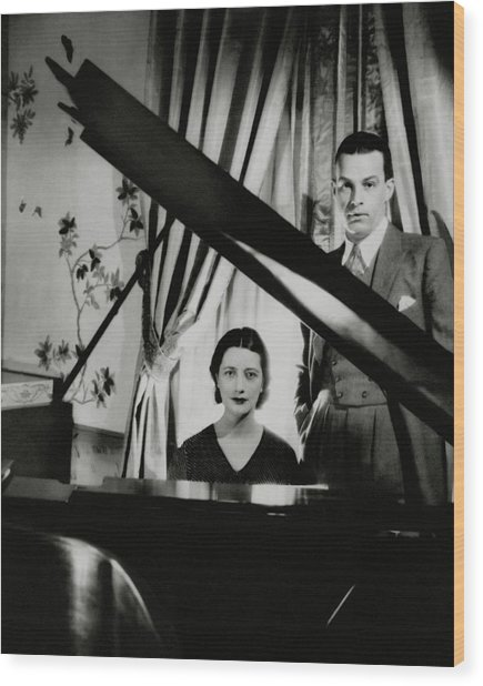 Lynn Fontanne And Alfred Lunt At A Piano Wood Print by Cecil Beaton