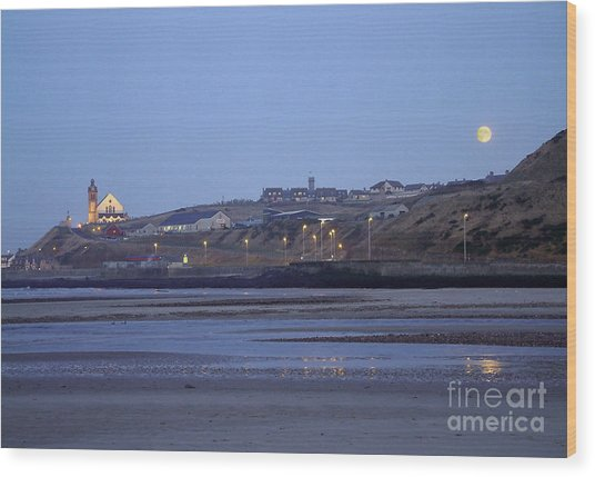 Macduff Moonlight Wood Print by Phil Banks