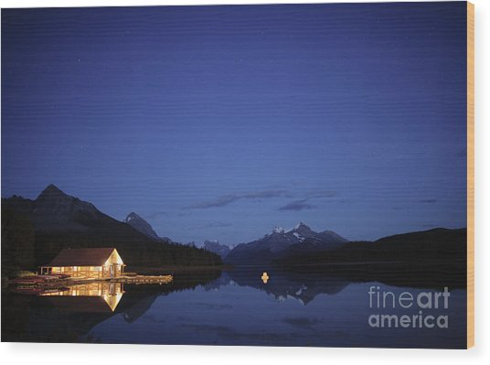 Maligne Lake Boathouse At Night Wood Print
