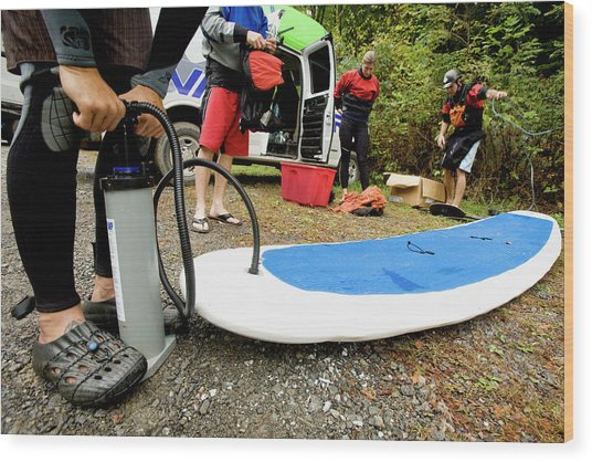 Man Inflating A Stand Up Paddleboard Wood Print