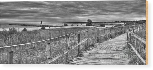 Manistique Beach Pier And Lighthouse Wood Print