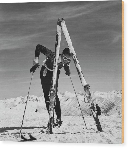 Marian Mckean With Skis Wood Print by Toni Frissell