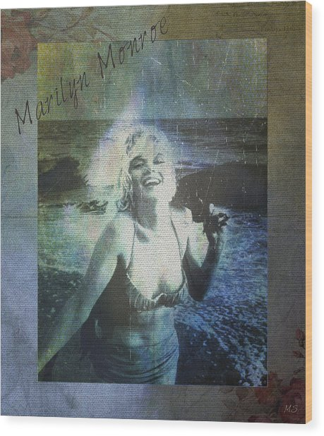 Marilyn Monroe At The Beach Wood Print