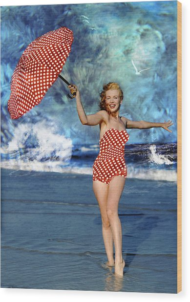 Marilyn Monroe - On The Beach Wood Print