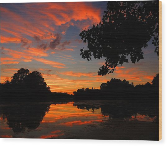 Marlu Lake At Sunset Wood Print