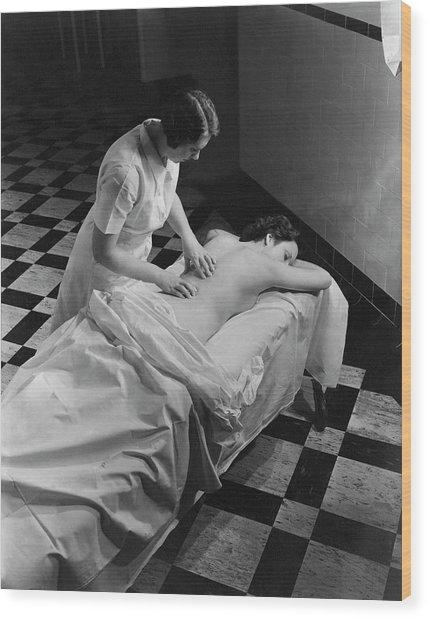Masseuse At Saratoga Spa Wood Print