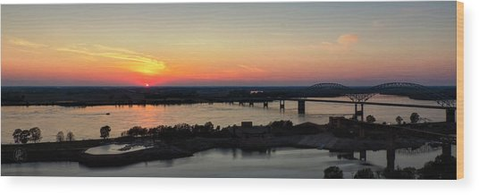 Memphis Sunset On The Mississippi 002 Wood Print by Lance Vaughn