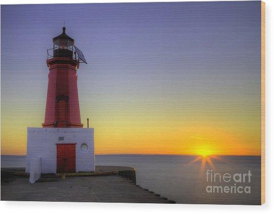 Menominee Lighthouse Sunrise Wood Print