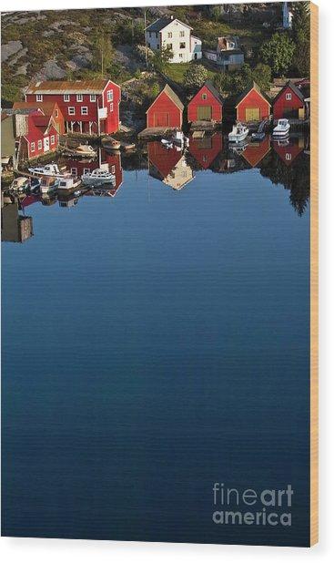 Mirror In The Norwegian Sea Wood Print