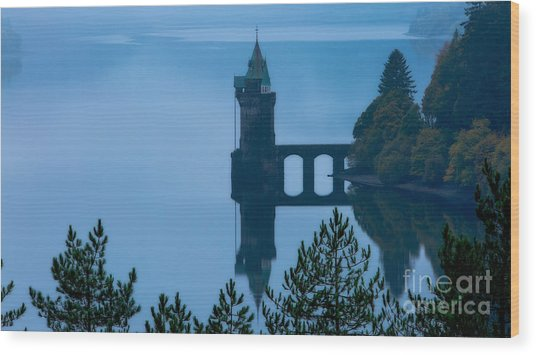 Misty Dawn And The Filter Tower Wood Print by Pete Reynolds