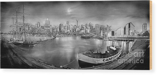 Misty Morning Harbour - Bw Wood Print