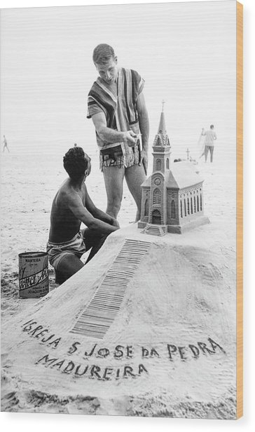 Model By Sand Sculpture Wood Print by Richard Waite
