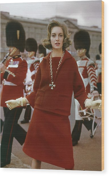 Model Wearing A Wool Outfit At Buckingham Palace Wood Print