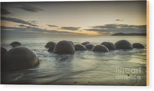 Moeraki Boulders New Zealand At Sunrise Wood Print