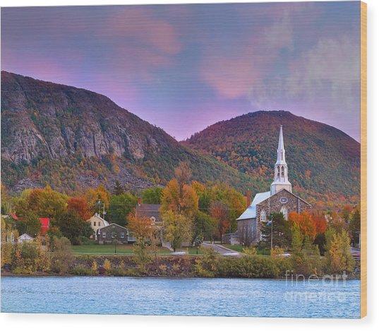 Mont-saint-hilaire Quebec On An Autumn Day Wood Print