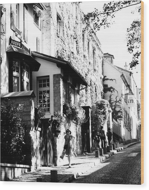 Montmartre Walk Vert Bw Wood Print by Jacqueline M Lewis