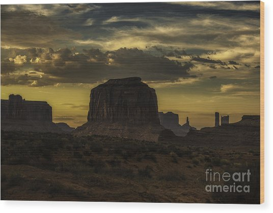 Monument Valley 4 Wood Print by Richard Mason