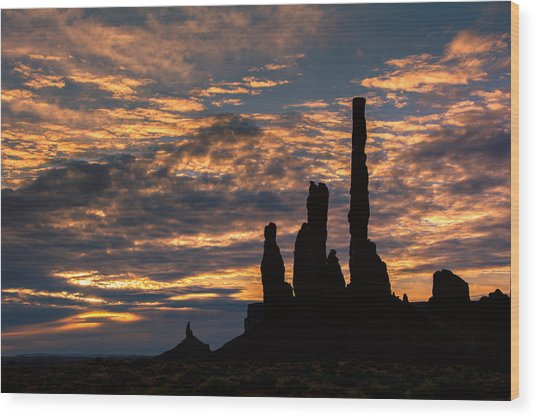 Monument Valley At Sunrise Wood Print