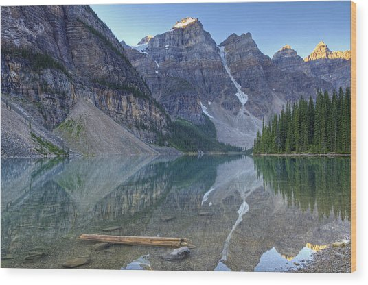 Morning Light On Moraine Lake Wood Print