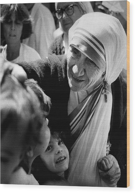 Mother Teresa With Children Wood Print