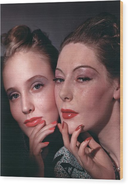 Muriel Maxwell And Ruth Knox Elden Wood Print by Horst P. Horst