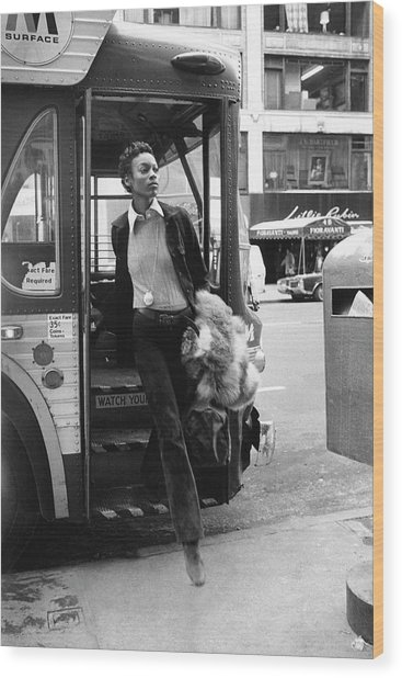 Naomi Sims Getting Off A Bus Wood Print