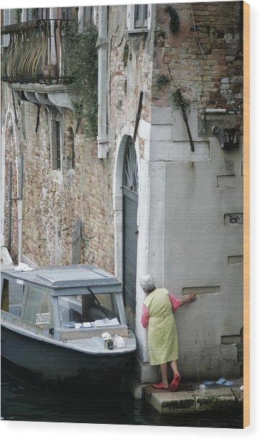 Neighbourhood Watch Wood Print