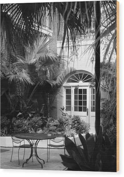 New Orleans Courtyard In Black And White Wood Print