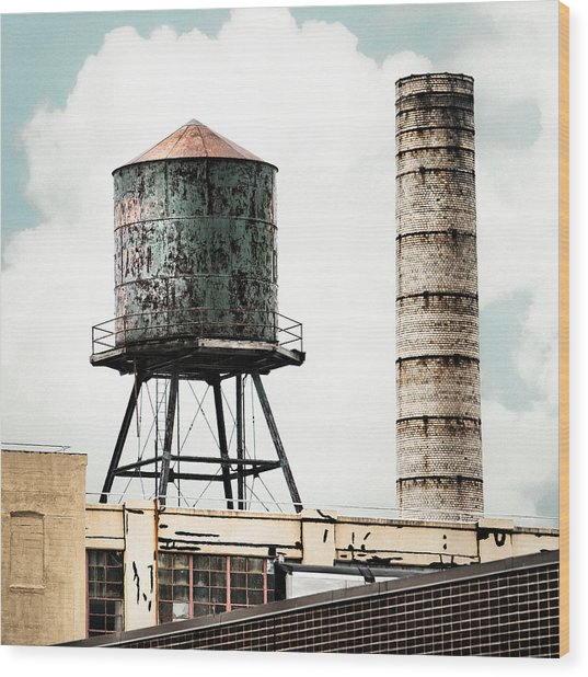 Water Tower And Smokestack In Brooklyn New York - New York Water Tower 12 Wood Print
