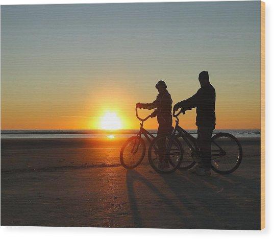 Newlyweds Pause To Embrace The Sunrise Wood Print
