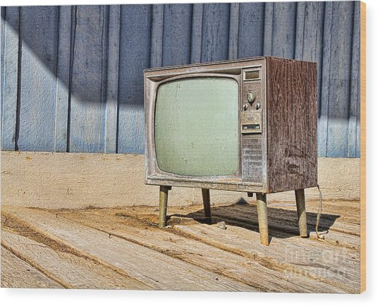 No Channel Surfing - Tv By Diana Sainz Wood Print