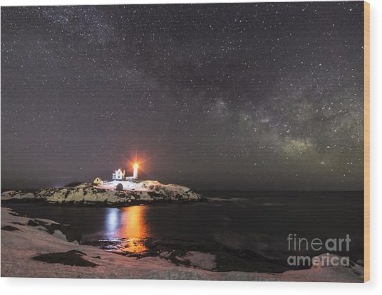 Nubble Light With Milky Way Wood Print