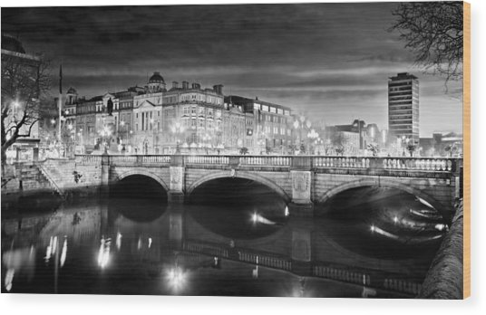 O Connell Bridge At Night - Dublin - Black And White Wood Print
