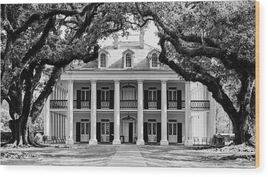 Oak Alley Mansion Black And White Wood Print