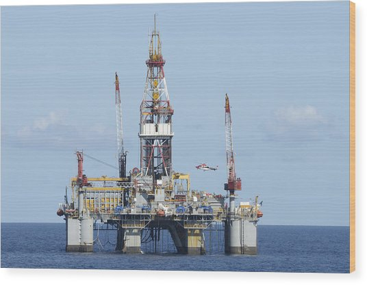 Oil Rig And Helicopter Wood Print
