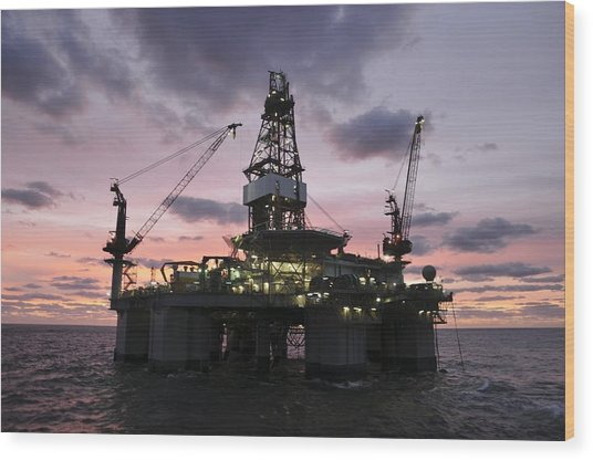 Oil Rig At Dawn Wood Print