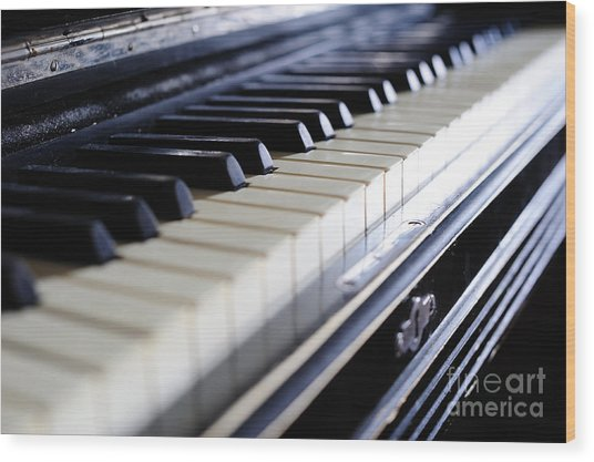 Old 88 Piano Wood Print