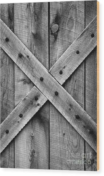 Old Barn Door In Black And White Wood Print