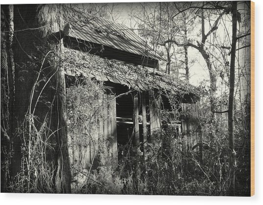 Old Barn In Black And White Wood Print