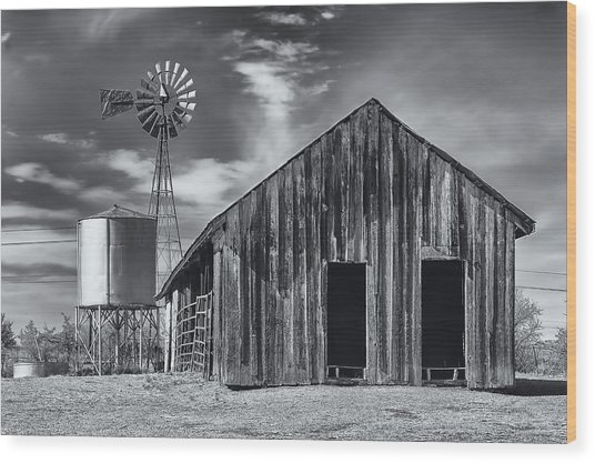 Old Barn No Wind Wood Print