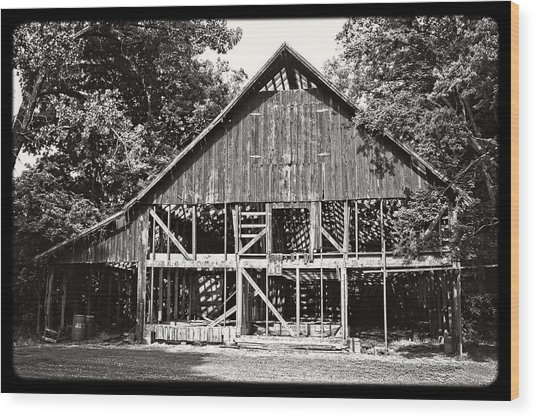 Old Barn On Hwy 161 Wood Print