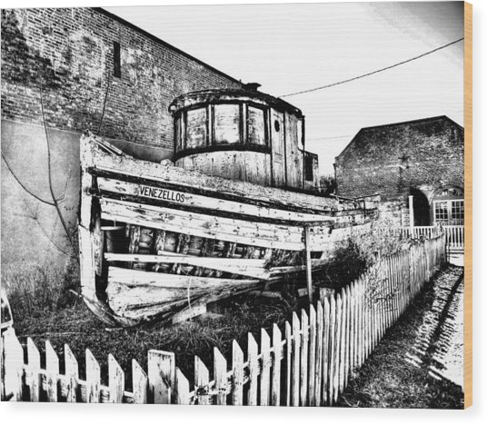 Old Boat In Apalachicola Wood Print