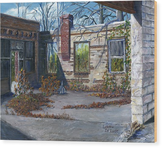 Old Building In Stonewall Louisiana  Wood Print by Lenora  De Lude
