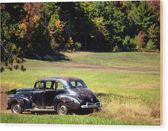 Old Car In A Meadow Wood Print
