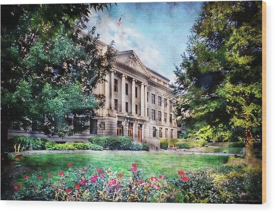 Old Guilford County Courthouse Summertime Wood Print