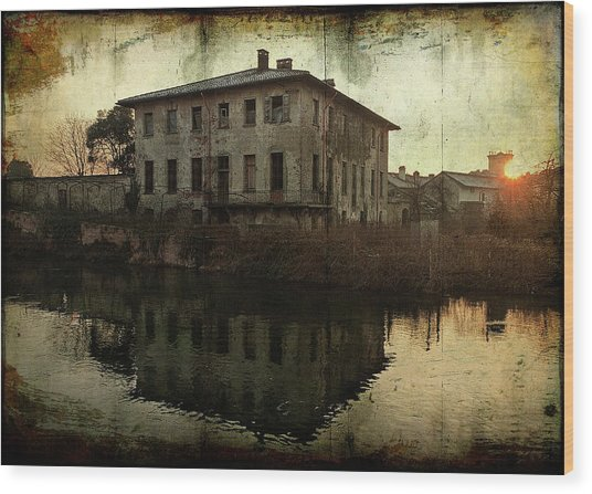 Old House On Canal Wood Print