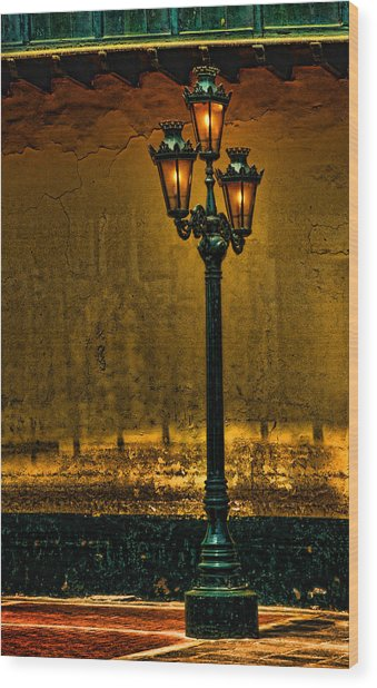 Old Lima Street Lamp Wood Print