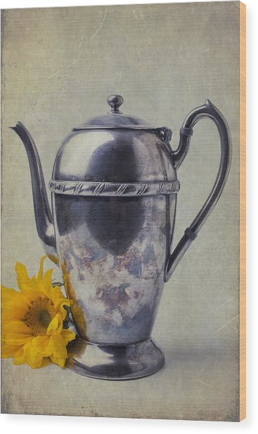 Old Teapot With Sunflower Wood Print